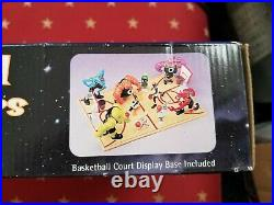 Space Jam'96 Tune Squad Vs. Monstars Full Court Gift Set Figure sealed Jordan